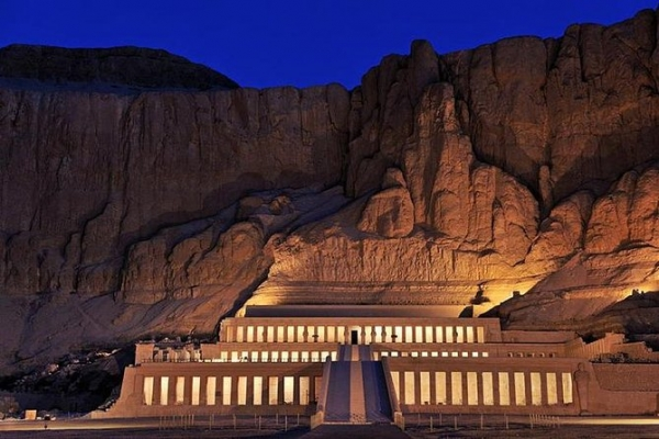 Tour the west bank (Valley of the Kings, valley of queens, Hatchepsut temple and the colossi of Memnon):